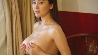 ちんぽに飢えた様子の美巨乳中国人が悶絶パイズリダンスで挑発する動画ww